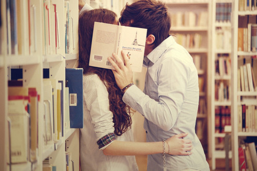 kiss,library,love,couple,kissing,reading-c9a5ce43141b29b5059ca285195b89f5_h_large