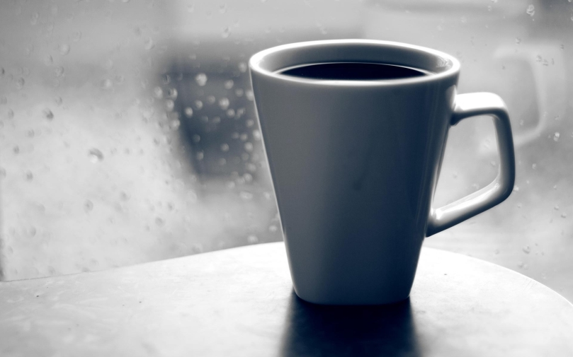 coffee_mug_glass_window_drops_rain_grief_black-and-white_45304_1920x1200